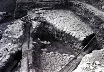 Rūmų šiaurinio korpuso išorinio kiemo 1997 m. tyrimai. xvi a